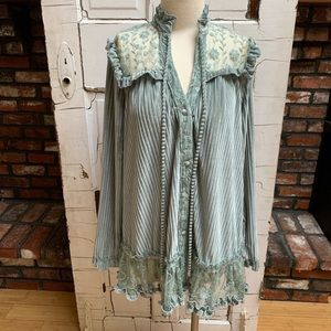POL blue romancing the Spring floral tunic Large